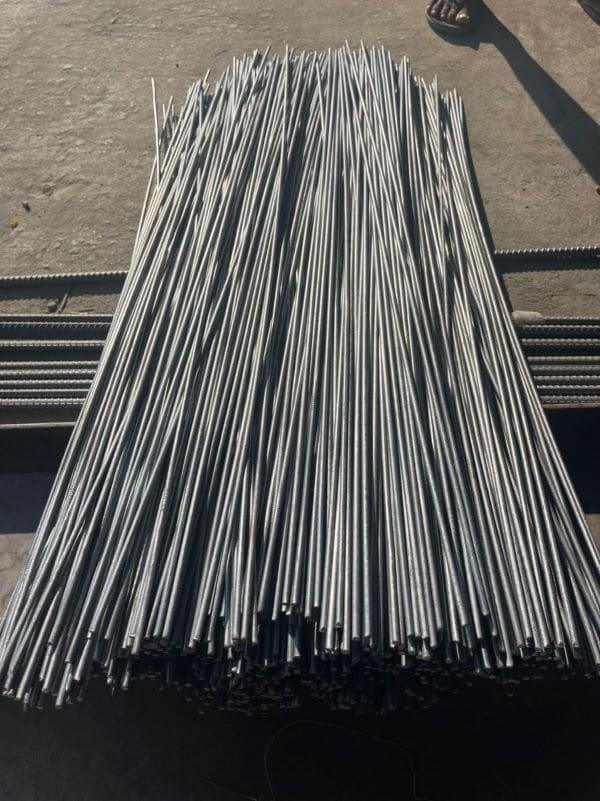 Duỗi thẳng dây thép là quá trình kéo thẳng và cắt theo kích thước quy định