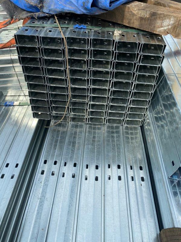 Cần kê thép cao hơn mặt sàn ít nhất 5cm khi bảo quản tại công trình