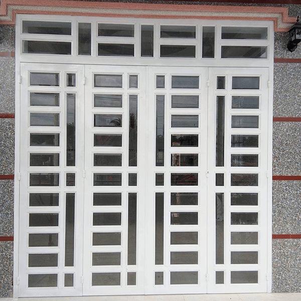 Những mẫu cửa sắt 4 cánh có nên sử dụng cho khu vực mặt tiền hay không?