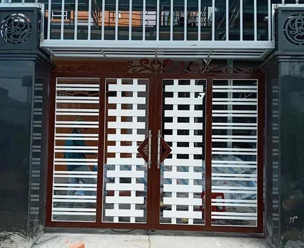 Cửa sắt bốn cánh giúp mọi người bảo vệ căn nhà tốt hơn