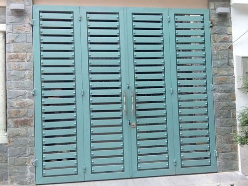 Các mẫu cửa sắt được thiết kế vô cùng đa dạng về kiểu dáng mẫu mã