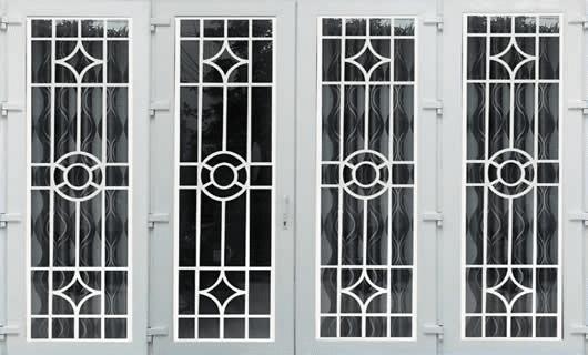 Độ bền của những mẫu cửa sắt 4 cánh được đánh giá rất cao