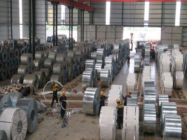 Quy trình sản xuất tấm tôn Vinaone luôn được kiểm tra vô cùng nghiêm ngặt